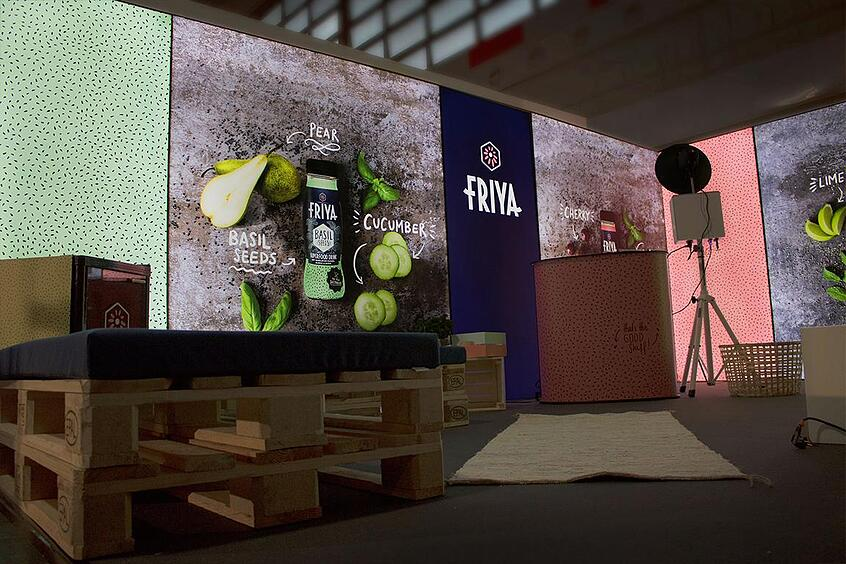 FRIYA Superfood Drinks auf der GLOW by dm LED Messewand