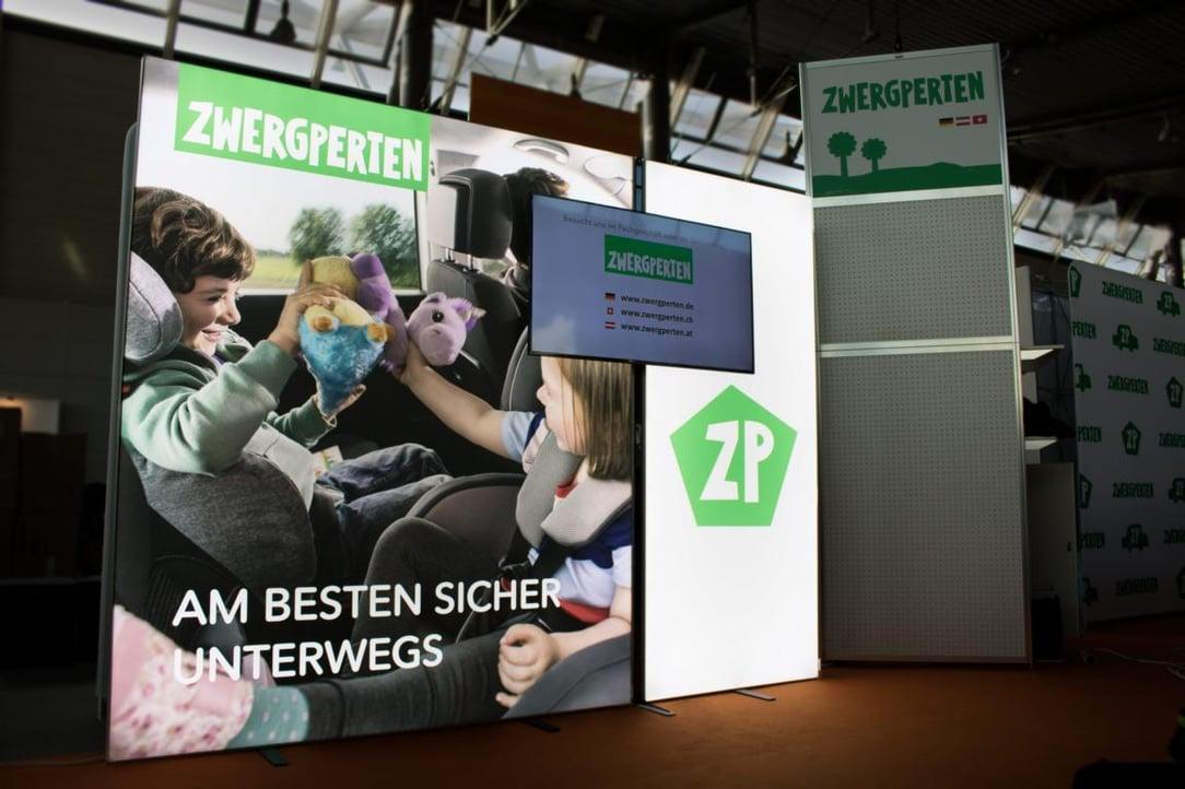 Zwergperten auf der Babywelt in Stuttgart 2017 Messewand LUMIN6