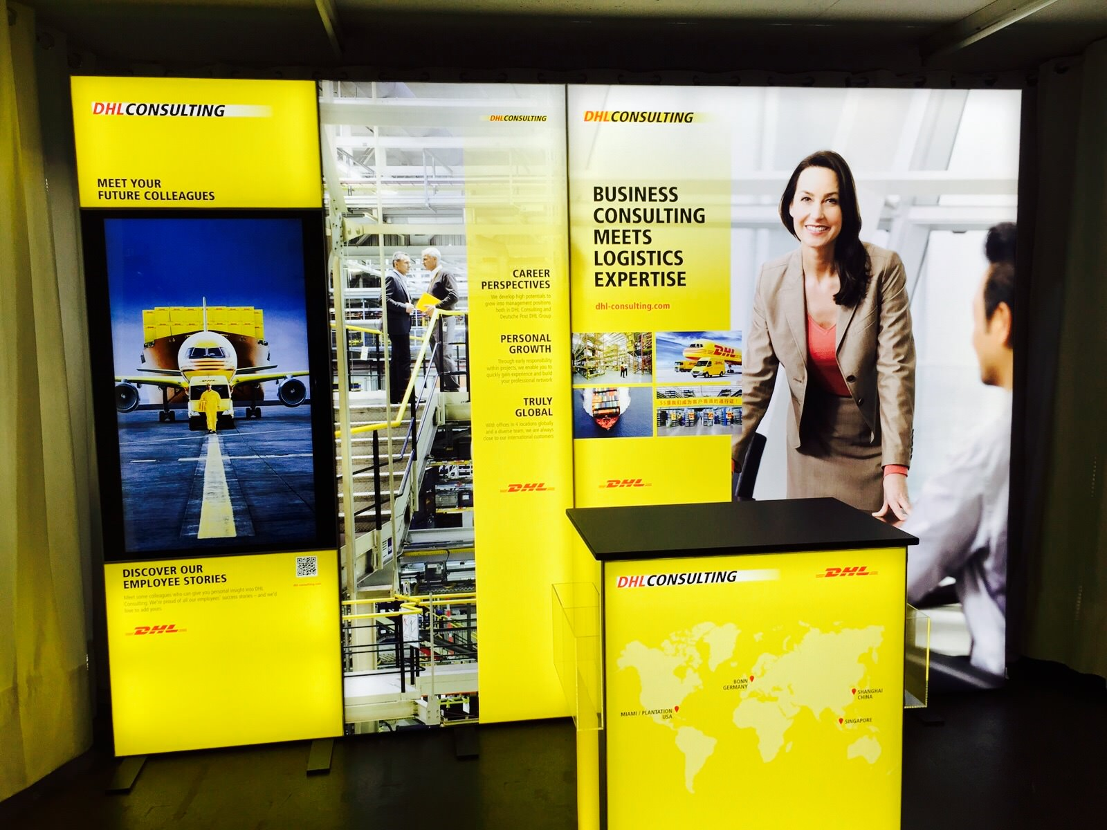 DHL Consulting Messestand